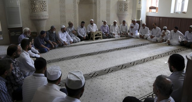 People flock to Şanlıurfa mosques for long days of worshıp