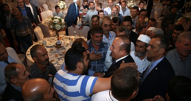 وزير الخارجية التركي يشارك السوريين في هطاي إفطارهم الرمضاني