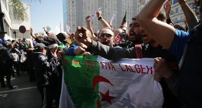 التلفزيون العام الجزائري ينقل مشاهد تظاهرات ضد ترشح بوتفليقة