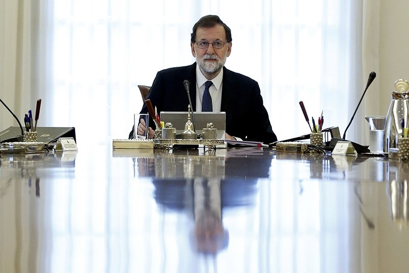 Spanish Prime Minister Mariano Rajoy presides a crisis cabinet meeting at the Moncloa Palace on October 11, 2017 in Madrid. (AFP Photo)