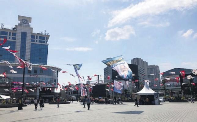 Campaign flags of Binali Yıldırım waving in Esenyurt Square, June 18, 2019.