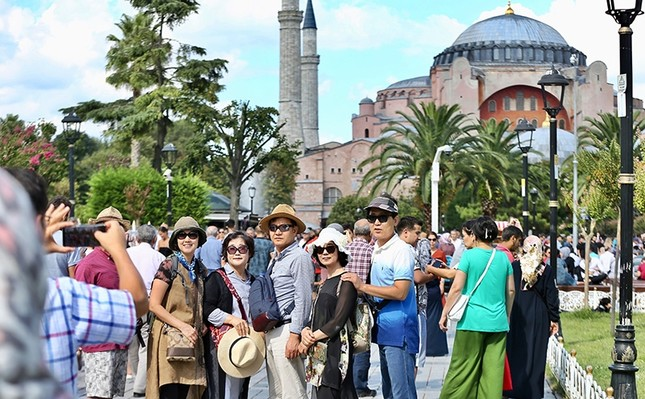 The number of international visitors to Turkey surged 14.31% year-on-year to 42.9 million in the first 11 months of 2019, according to the Culture and Tourism Ministry data. AA Photo