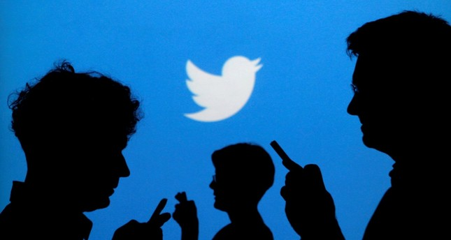 Twitter and Snapchat adopting new looks to gain more users