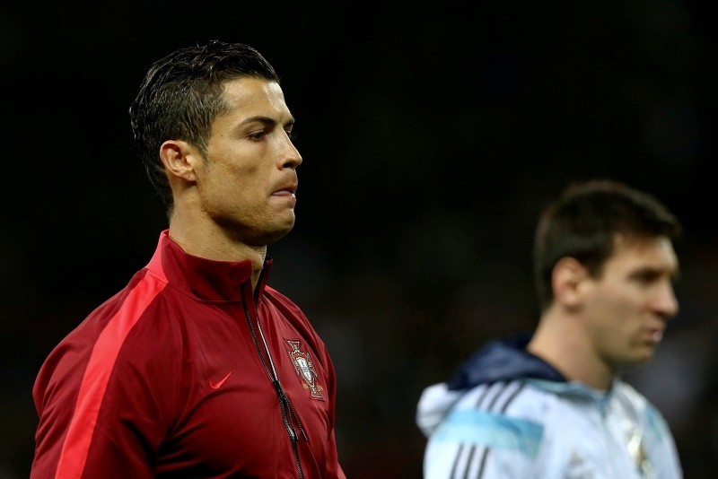 Portugal's Cristiano Ronaldo, left, and Argentina's Lionel Messi before the international friendly soccer match between Argentina and Portugal at the Old Trafford in Manchester, U.K., Nov. 18, 2014. (EPA Photo)