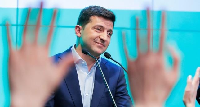 """أوكرانيا.. فوز ممثل كوميدي في الانتخابات الرئاسية عن حزب """"خادم الشعب"""" المعارض"""
