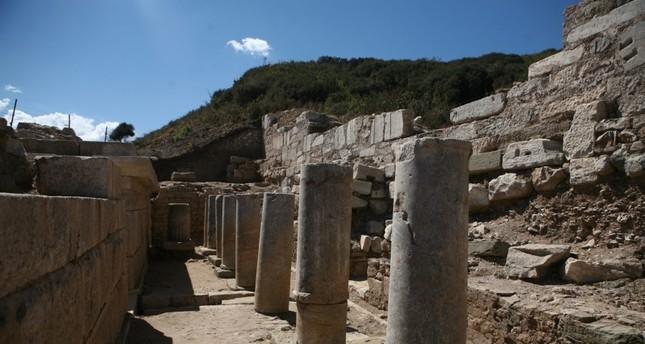 عرض شواهد قبور عثمانية في مدينة باريون الأثرية