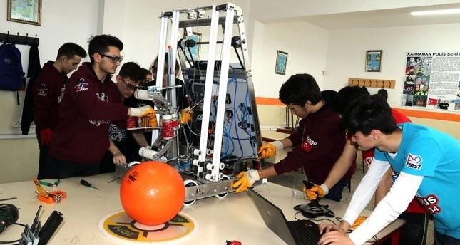 سوبر روبوت مصنوع بالكامل بأيدٍ شابة تركية يعرض في الولايات المتحدة