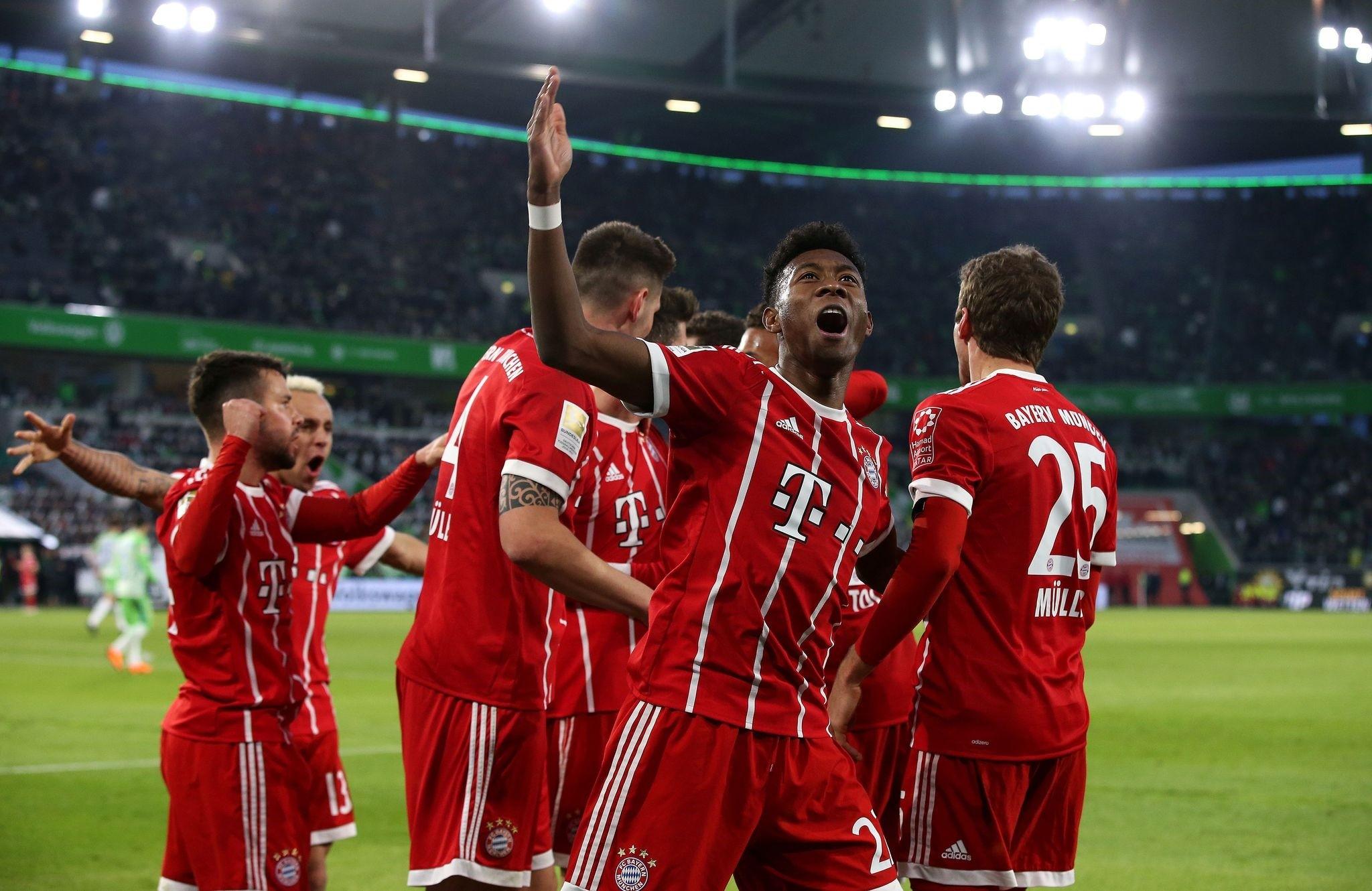 Bayern Munich's Austrian defender David Alaba (C) celebrates with teammates after they scored during the Bundesliga football match between VfL Wolfsburg and FC Bayern Munich on February 17, 2018. (AFP Photo)