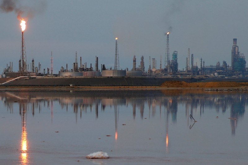 A general view of the Amuay refinery complex which belongs to the Venezuelan state oil company PDVSA in Punto Fijo, Venezuela, Nov. 17, 2016. (Reuters File Photo)