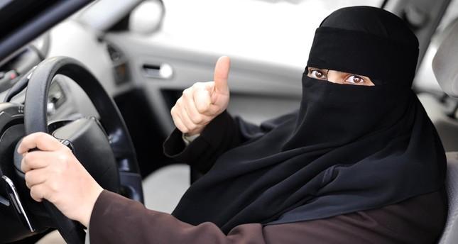 السعودية تبدأ إصدار رخص قيادة السيارات للنساء للمرة الأولى منذ عقود
