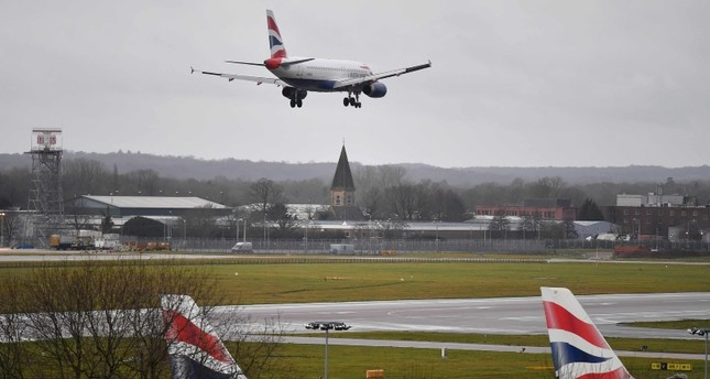 A British Airways Airbus 320-232 aircraft prepares to land at London Gatwick Airport, south of London, on December 21, 2018, as flights resumed following the closing of the airfield due to a drones flying. (AFP Photo)