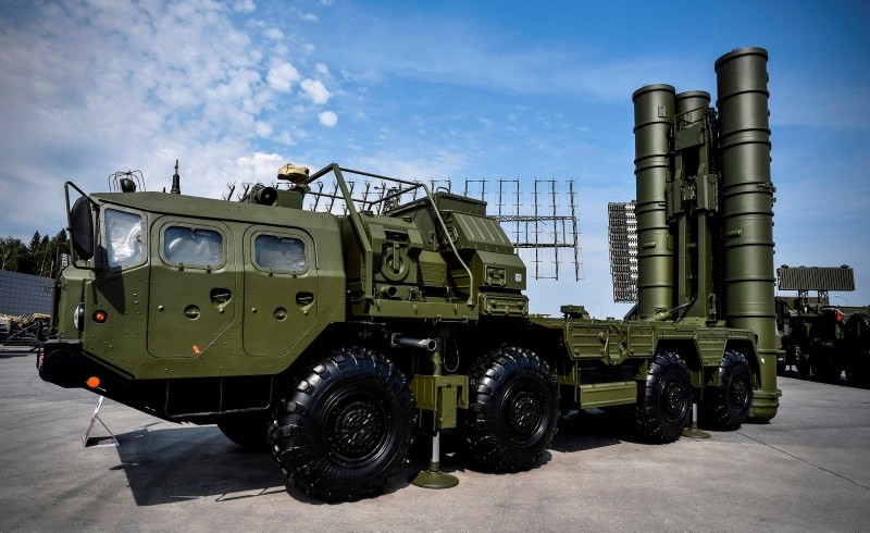 In this file photo taken on August 22, 2017 Russian S-400 anti-aircraft missile launching system is displayed at the exposition field in Kubinka Patriot Park. (AFP Photo)