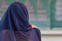 Die österreichische Regierung will Kindern das Tragen von Kopftüchern an Kindergärten und Grundschulen verbieten.