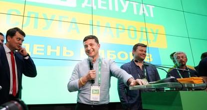 Партия Зеленского уверенно побеждает на выборах