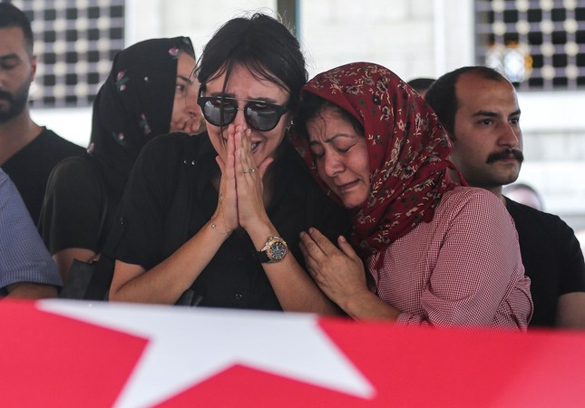 Relatives of Turkish Ground Services (TGS) employee Gülşen Bahadır (28), who was one of the victims of the attack, mourn near her coffin draped with Turkish flag, June 29, 2016 (AA Photo)