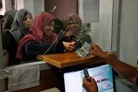 Qatar pays salaries of Palestinian civil servants in Gaza