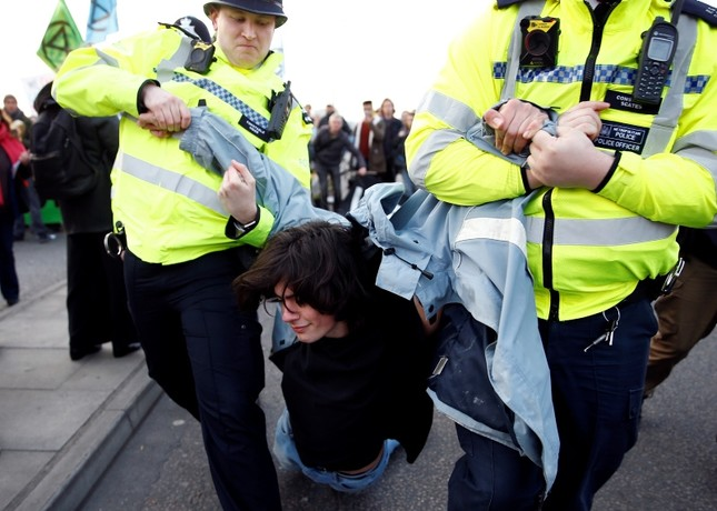 Police detain a protester as climate change activists demonstrate during a Extinction Rebellion protest at the Waterloo Bridge in London, Britain April 15, 2019. (Reuters Photo)