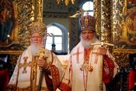 البطريرك الروم الأرثوذكس برثلماوس الأول والبطريرك الأرثوذكسي الروسي كيريل في صلاة الأحد في كاتدرائية القديس جورج في البطريركية الأرثوذكسية المسكونية في إسطنبول (من الأرشيف)