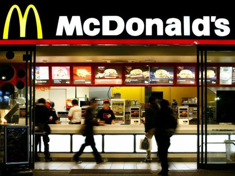 A McDonald's restaurant is seen in Tokyo November 29, 2008 (Reuters File Photo)