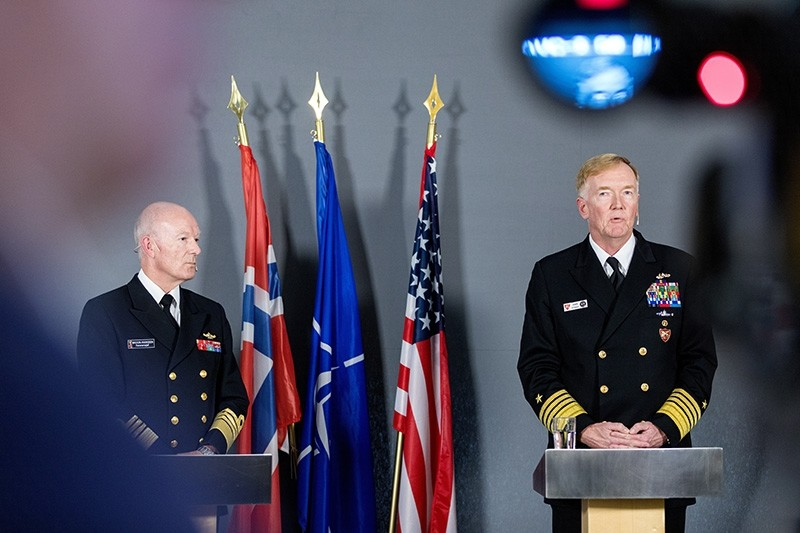 Norwegian Chief of Defence, Admiral Haakon Bruun-Hanssen (L) and Commander of NATOs Joint Force Command Naples, Admiral James G. Foggo, attend a joint press meeting to brief on the Trident Juncture 18 excercise in Oslo, Oct. 25, 2018. (EPA Photo)