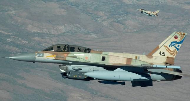 سانا: الدفاعات الجوية السورية تتصدى لغارات إسرائيلية قرب مطار دمشق