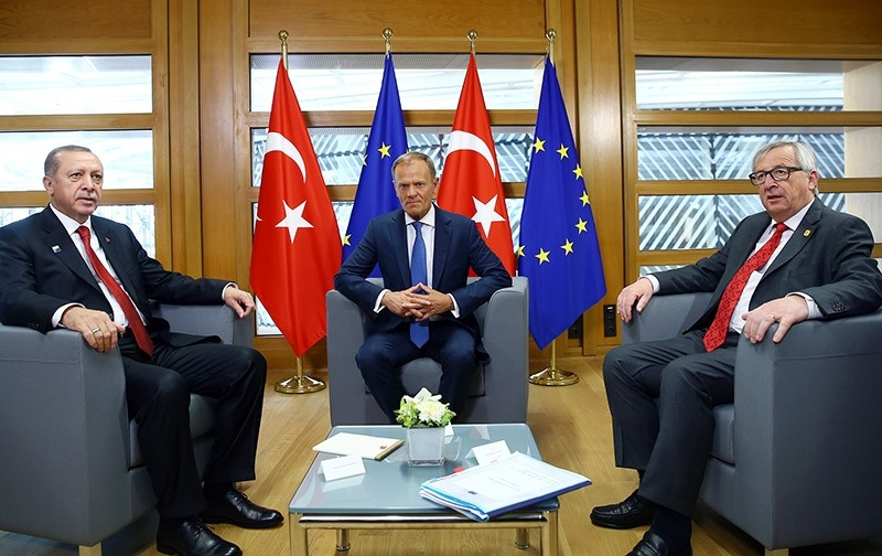 President Recep Tayyip Erdou011fan (Left) with European Council President Donald Tusk (Center) and European Commission President Jean-Claude Juncker (Right) in Brussels, May 25, 2017 (AA Photo)