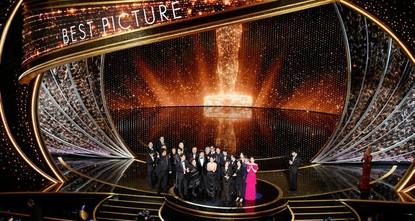 لأول مرة في تاريخ جوائز الأوسكار.. فيلم غير ناطق بالإنجليزية يفوز بأوسكار أفضل فيلم