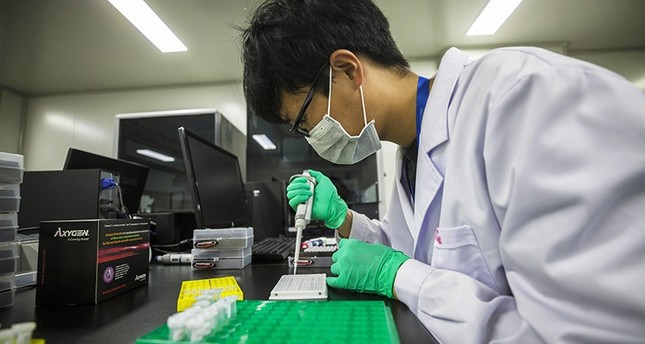 A technician works at the DNA research laboratory for gene sequencing in Nanjing, Jiangsu Province, China, Nov. 13, 2018. (EPA Photo)