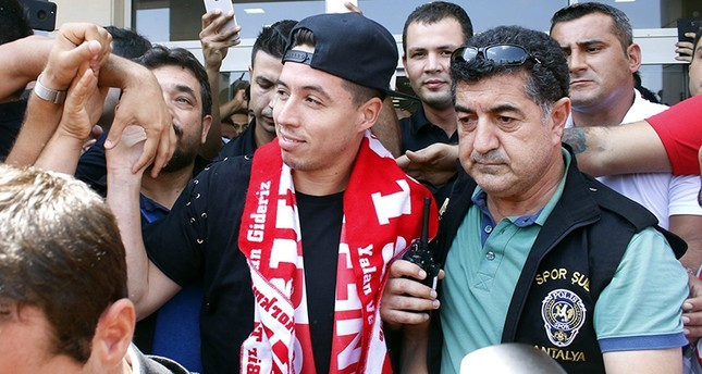 Draped in an Antalyaspor scarf, former French international Samir Nasri arrives in Antalya, Turkey to finalize his move to the Turkish side, Aug. 20, 2017. (IHA Photo)