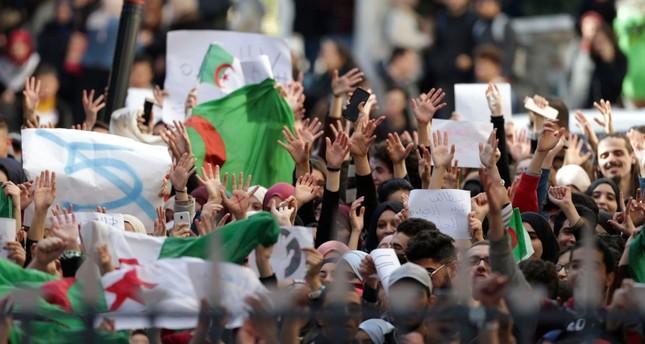 الدستوري الجزائري يعلن استحالة إجراء انتخابات الرئاسة في 4 يوليو