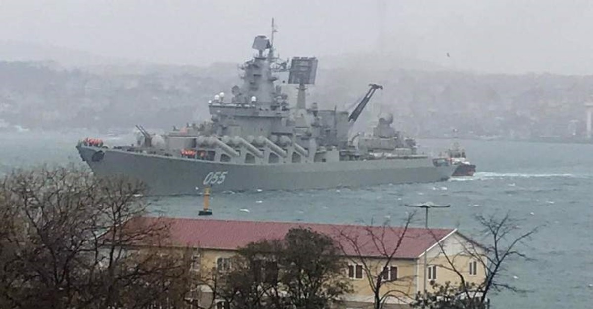 Russian naval cruiser had to cast anchor off the Bosporus shores due to bad weather. (?HA Photo)