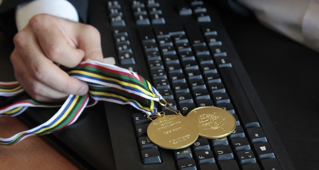 Record-breaking Turkish typist brings home two new world-class awards