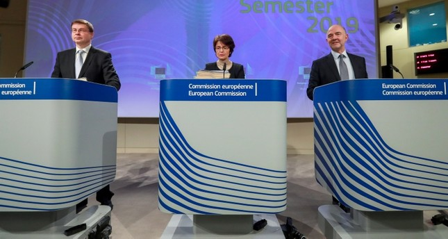 (L-R) EC VP Valdis Dombrovskis, Economic, Financial Affairs & Taxation Commissioner Pierre Moscovici, and Employment, Social Affairs, Skills & Labour Mobility Commissioner Marianne Thyssen hold a press conference in Brussels, Nov. 21, 2018. (EPA)
