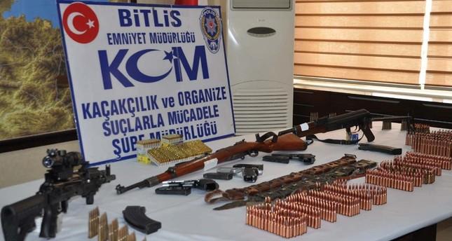 ذخائر للعناصر الإرهابية عرضتها شرطة ولاية بيتليس