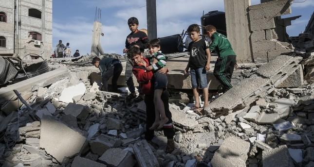 الجيش الإسرائيلي قصف أكثر من 200 هدف مدني في غزة من بينها بنايات سكنية ومسجد
