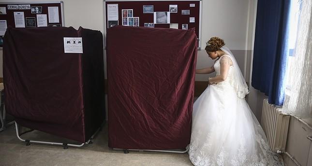 عريس يصوت بـ نعم وعروسه بـلا في استفتاء تركيا