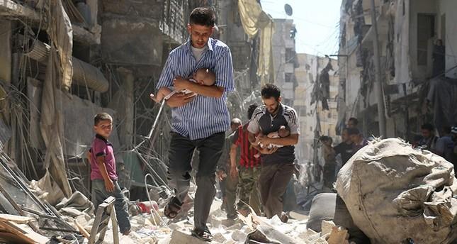 مقتل 25 مدنياً أثناء نزوحهم من حلب بقصف جوي للنظام