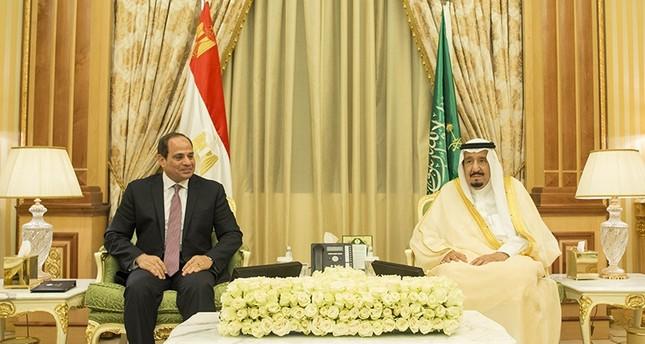 السيسي يلتقي الملك سلمان في السعودية ويبحث التعاون ومستجدات المنطقة