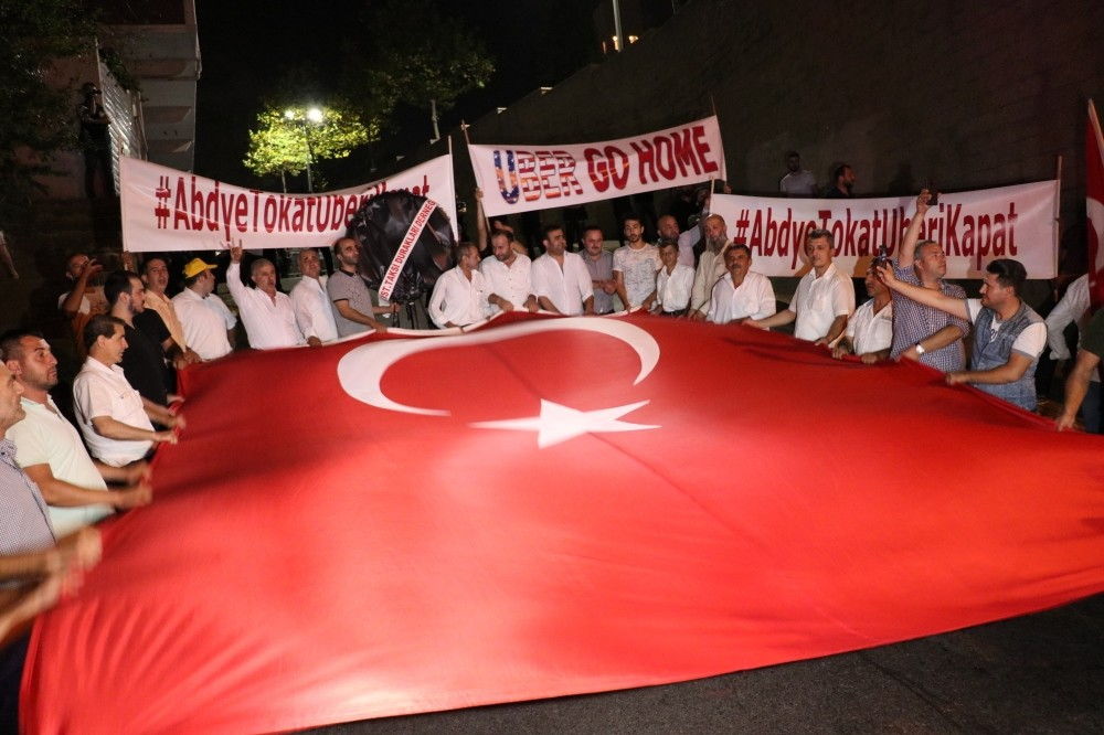 Taxi drivers condemn the American government's attacks on the Turkish economy and their principal competition Uber.