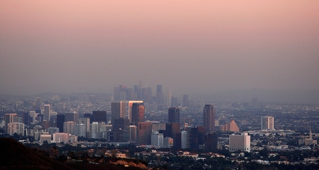 Century City and downtown Los Angeles are seen through the smog December 31, 2007. (Reuters Photo)