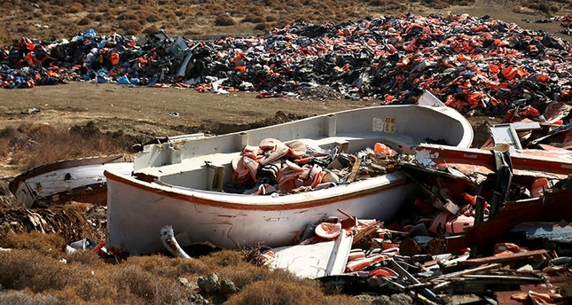 Lifejackets are seen inside a wrecked boat used by refugees and migrants to cross part of the Aegean Sea from Turkey to Greece at a garbage dump site of thousands of lifejackets, on the island of Lesbos, Greece, October 5, 2016. (Reuters Photo)