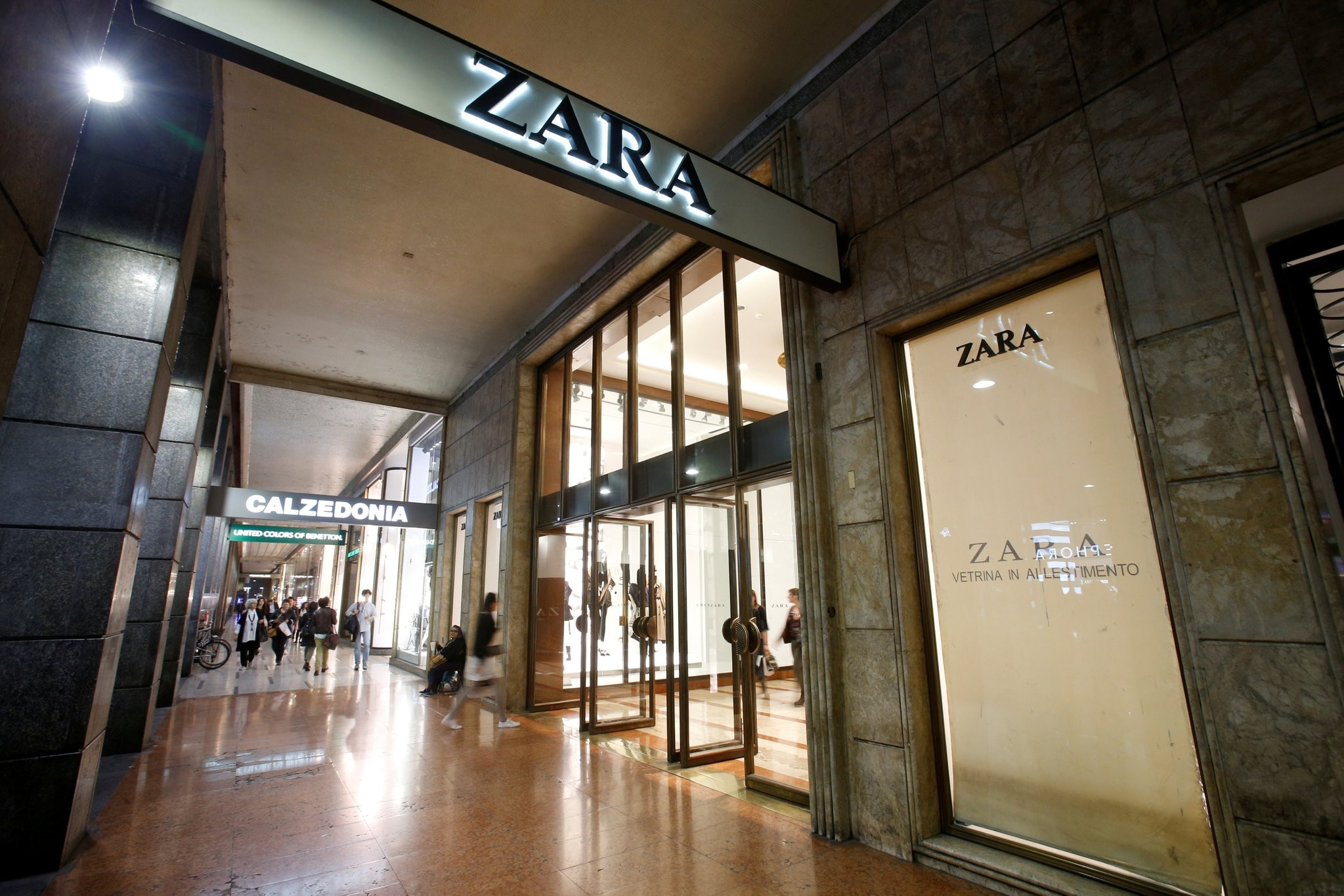 People are seen outside of an Inditex owned Zara store in Milan, Italy, March 30, 2017. (Reuters Photo)