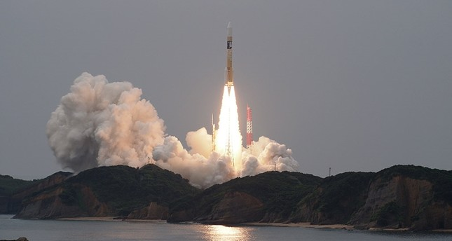 A handout photo made available by the Japan Aerospace Exploration Agency (JAXA) shows the launch of an H-IIA rocket with the Michibiki No. 2 satellite onboard from the Tanegashima space center in Kagoshima Prefecture, Japan, 01 June 2017. (EPA Photo)