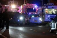 سيارات الشرطة والإسعاف احتشدت في المكان