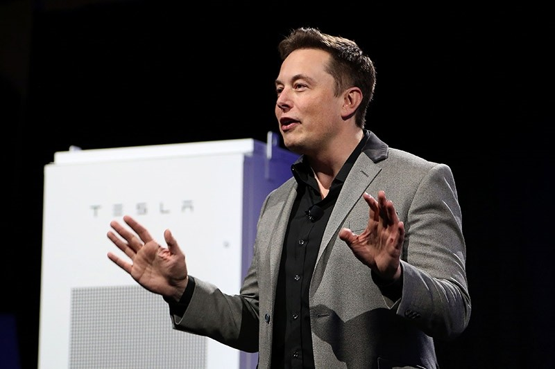 This file photo taken on May 1, 2015 shows Tesla Motors CEO Elon Musk unveiling large utility scale home batteries at the Tesla Design Studio in Hawthorne, California. (AFP Photo)