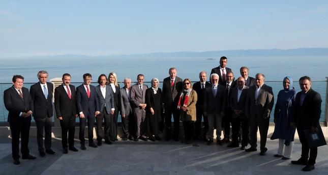 الرئيس التركي رجب طيب أردوغان خلال زيارة تفقدية لأعمال بناء بعض الأبنية والمرافق في جزيرة ياسّي أدا (İHA)