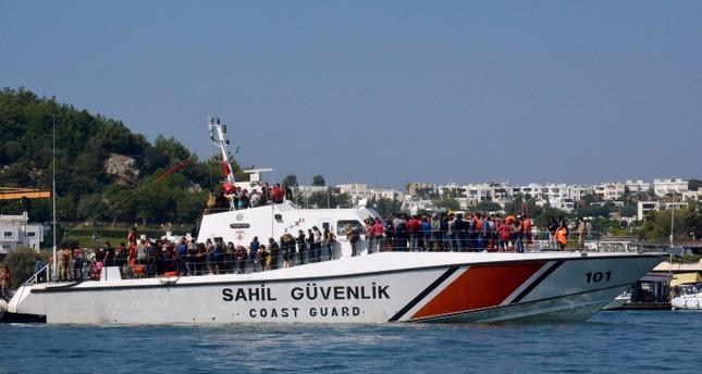 خفر السواحل التركية تضبط 330 مهاجرا غير نظامي في جناق قلعة التركية