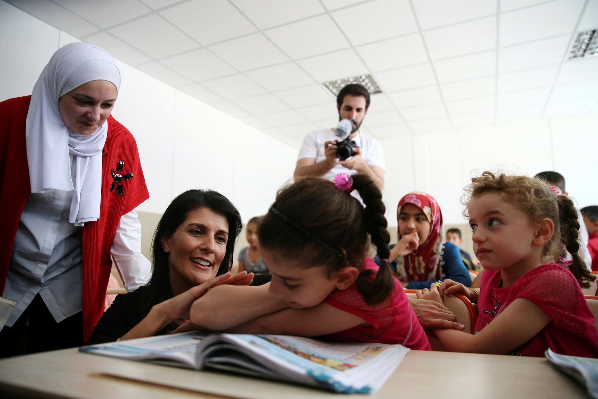 The U.S. ambassador to the United Nations, Nikki Haley (2-L) visits a school jointly built by UNICEF and Turkey's AFAD (AA Photo)