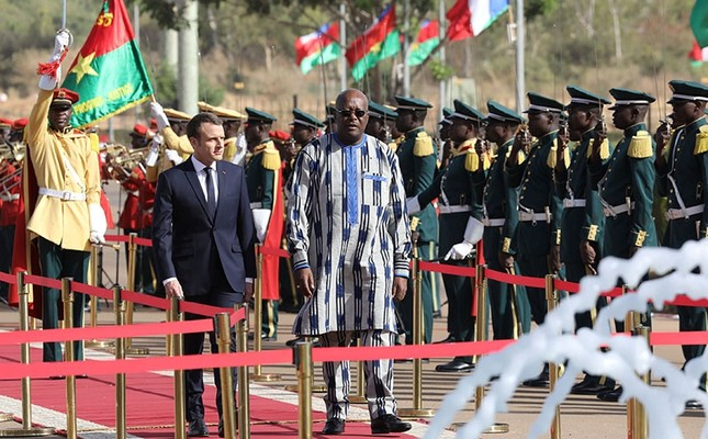 French President Emmanuel Macron and Burkina Faso's President Roch Marc Christian Kabore review an honor guard at the Presidential Palace in Ouagadougou, Burkina Faso, Nov. 28, 2017. (Reuters Photo)
