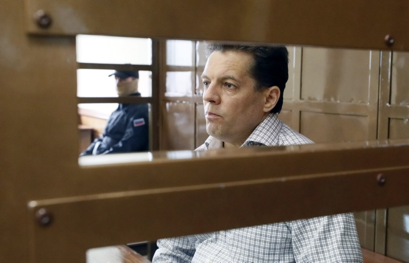 Ukrainian journalist Roman Sushchenko looks on inside a defendant's glass cage prior to his verdict hearing at the Zamoskvoretsky district court in Moscow, Russia, June 4, 2018. (EPA Photo)
